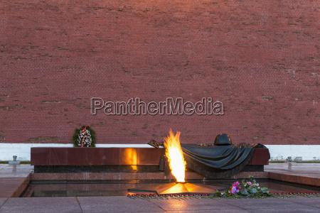 russlandmoskaualexander gartengrabmal des unbekannten soldaten