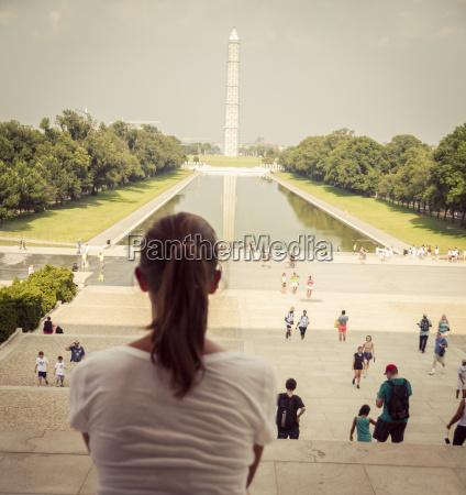 usa washington dc weibliche touristen sitzen