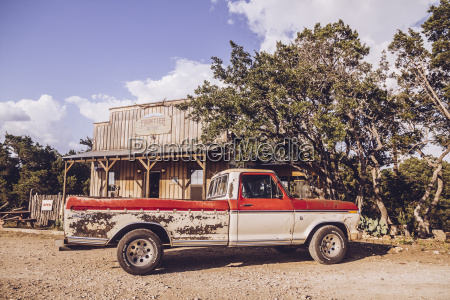 usa texas rusty pickup in front