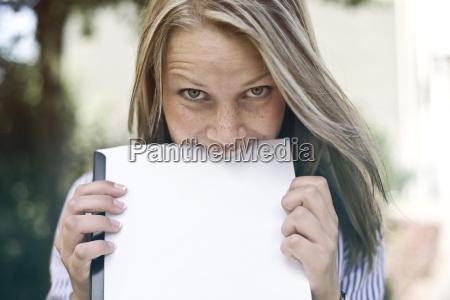 mujer al aire libre fotografia foto