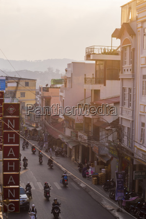 vietnam da lat view of road