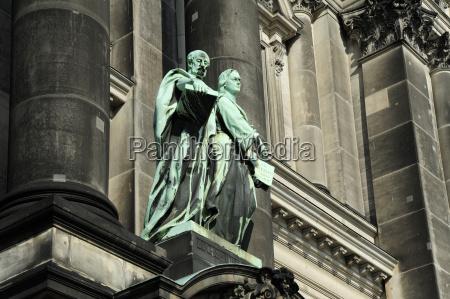 deutschland berlin statuen vor dem berliner