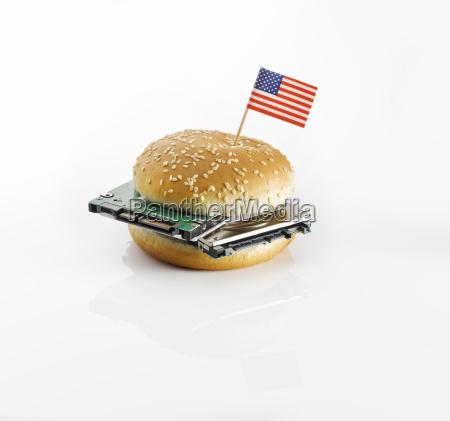 burger mit amerikanischer flagge und festplatten