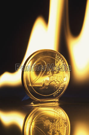 schreiben schreibend schreibt zahlungsmittel reflexion euro