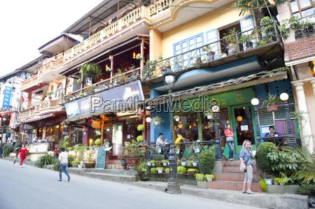 vietnam people near restaurant at sa