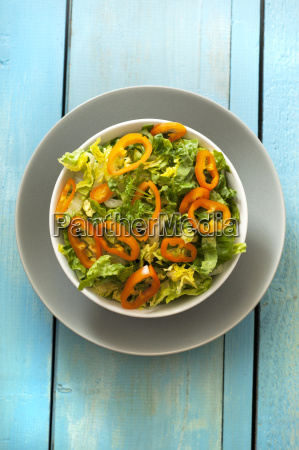 green salad with peppers in bowl