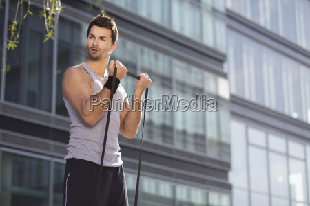 manntraining mit fitness band