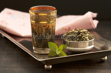 peppermint tea with leaf on wooden
