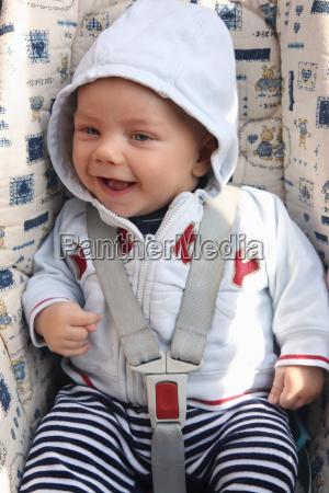 deutschland bayern baby junge mit kapuze