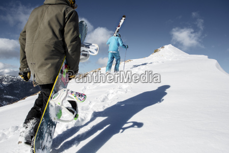 oesterreich vorarlberg riezlern skifahrer und snowboarder