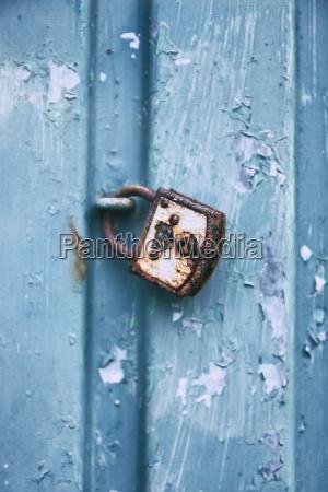 schloss blau farbe eingang tuer verschlossen