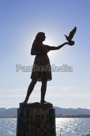 fahrt reisen statue skulptur sonnenlicht outdoor