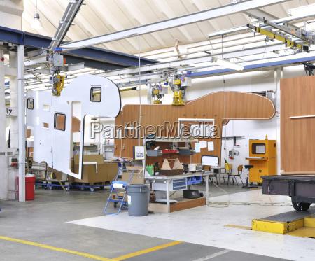 wohnmobil herstellung in einer fabrik