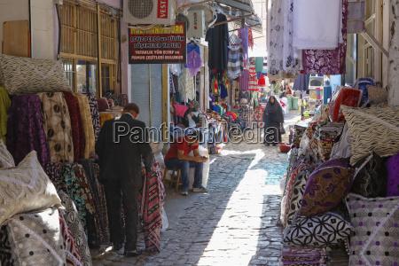 türkei, diyarbakir, menschen, auf, dem, basar - 21122899