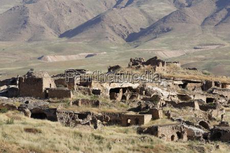 turkey anatolia hasankeyf ruins on fortress
