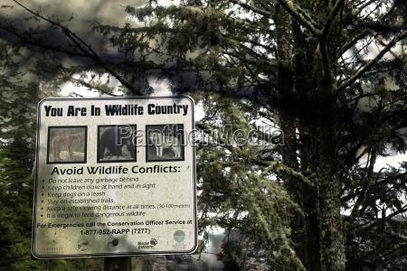 kanada vancouver island warnschild fuer wildtiere