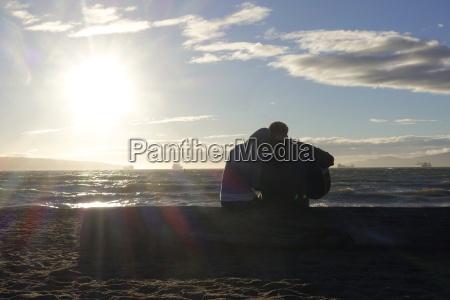 kanada vancouver island longbeach liebhaber sitzen