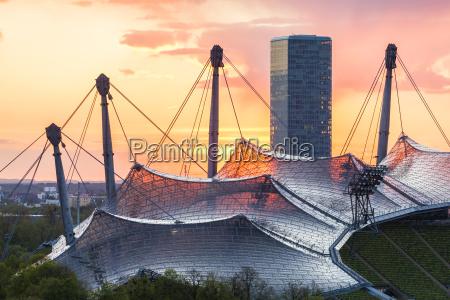 deutschland muenchen zeltdach des olympiastadions in