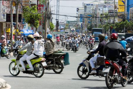 vietnaman gianglong xuyenstrassenverkehr in der stadt