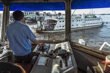 vietnam an giang captain navigating car