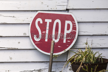 neuseeland suedinsel ross neuseeland stoppschild an