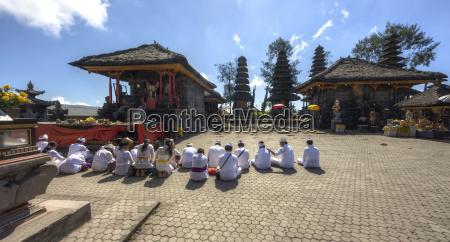 indonesia people praying in pura ulun