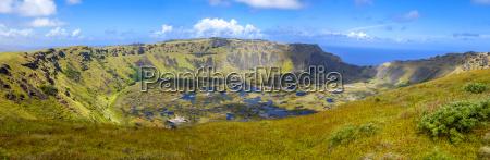 vulkankrater rano kau in der osterinselpanoramablick
