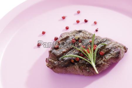 roastbeef mit rotem pfeffer und rosmarin
