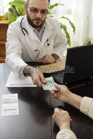 doctor physician medic medical practicioner pay