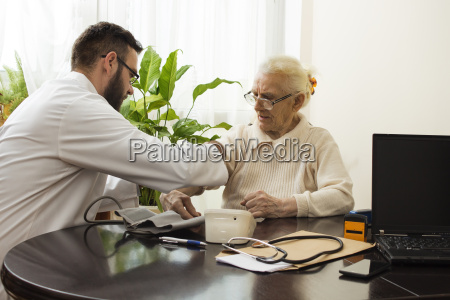 a private doctors office geriatrician doctor