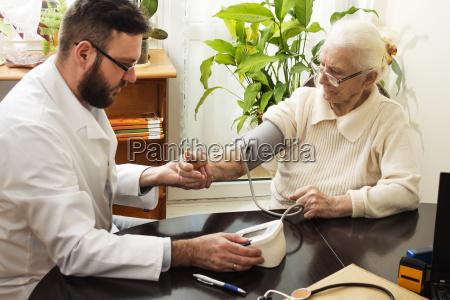 die private arztpraxis den patienten geriatrician