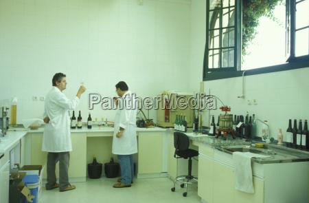 experiment wissenschaft spanien horizontal stehend flasche