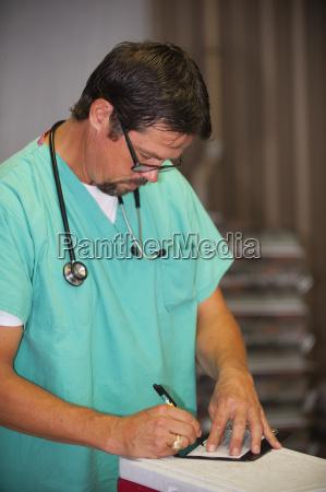 arzt mediziner medikus schreiben schreibend schreibt