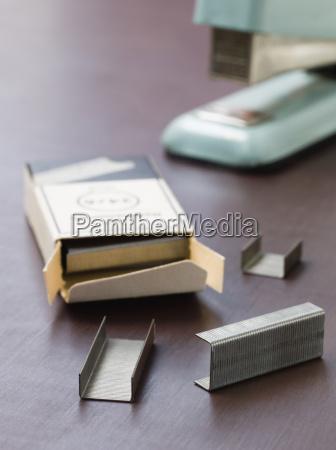 buero silber silbern metall deal geschaeft