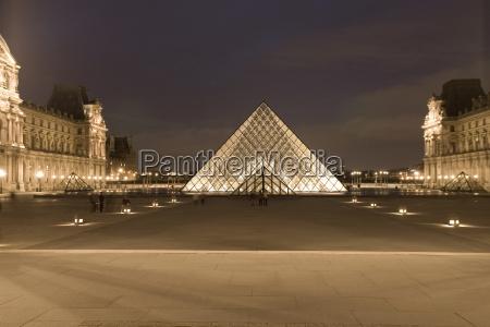 france paris le louvre pyramid construction
