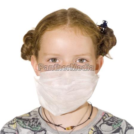 junges maedchen 8 9 eine maske