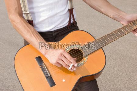zigarette musik spiel spielen spielend spielt
