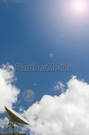 neuseeland auckland satellitengericht mit ruecklicht