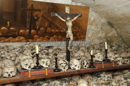 austria upper austria salzkammergut hallstatt ossuary