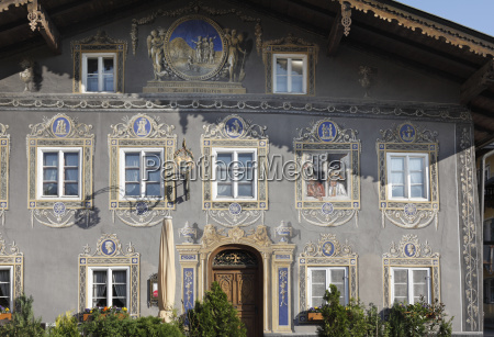deutschland bayern garmisch partenkirchen gemalte fenster
