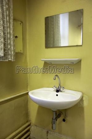 spiegeln wc klo hygiene fehlen widerspiegeln