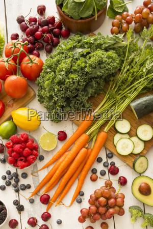 stilleben frische frucht obst senkrecht gemuese