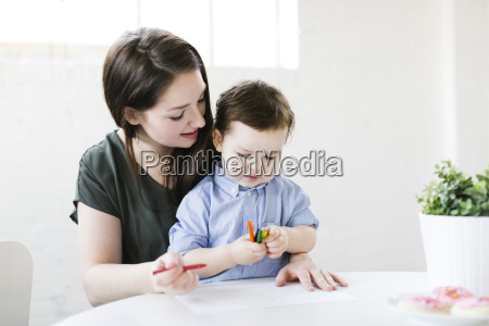 mother drawing with son 4 5