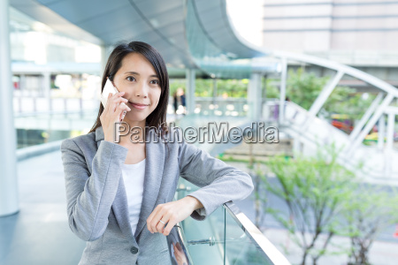 asian business woman talk to mobile