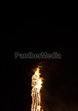 glut feuer feuerglut lagerfeuer flammen schwarzer