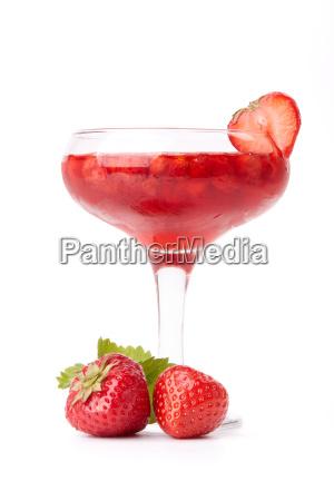dessert aus suessen erdbeeren