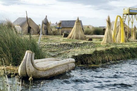 the uros floating islands on lake