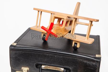 reisekonzept retro style koffer und doppeldecker