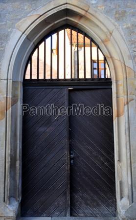 portal am augustinerkloster durch dieses