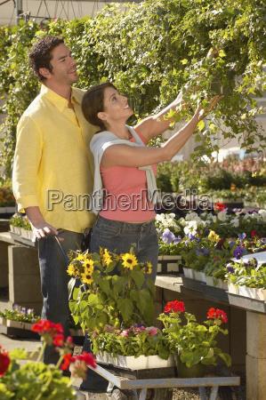 couple buying plants